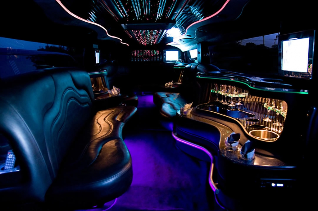 lincoln town car limo hire interior